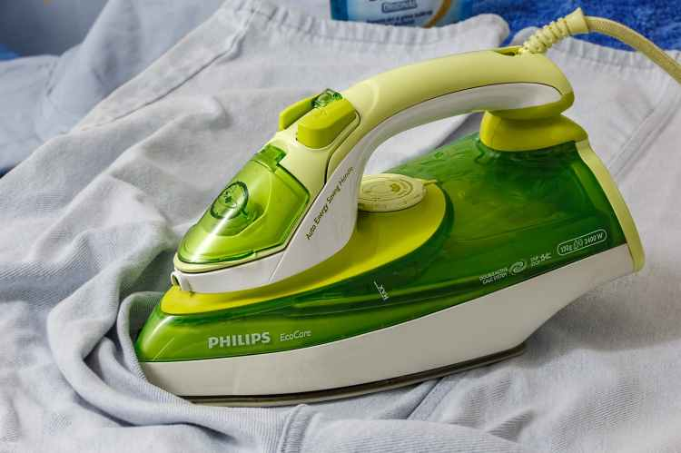 green white philips iron